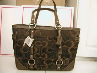 optic-signature-east-west-gallery-tote_rm1270