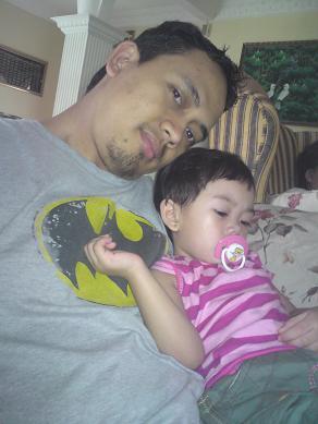 Baby K yang tengah bad mood with Bapak