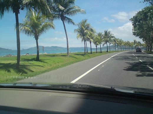 Pemandangan Tanjung Lipat dari dalam kereta... SIGH...