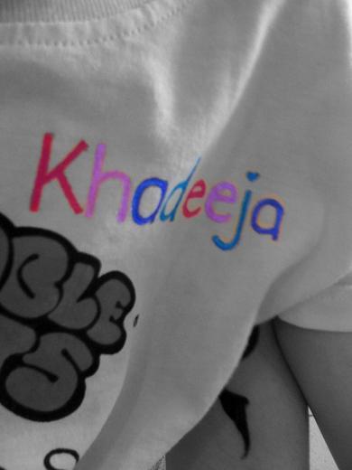 Emos gell tengok nama dia ada atas baju sekolah (walaupun setakat baju TumbleTots...)